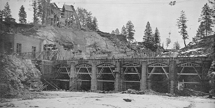 Black and white old picture of Post Falls Dam